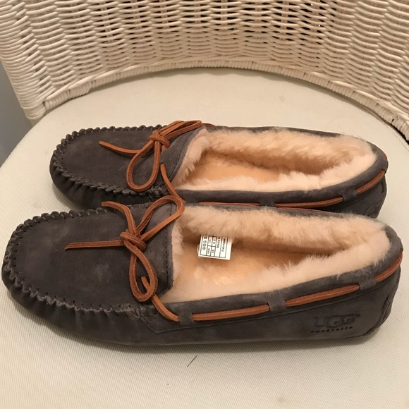 6add2a29d25 Women's size 10 Pewter UGG Dakota Moccasin NWT